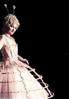 """Cirque du Soleil - Singer in White, """"Alegria"""""""