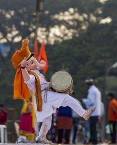 Mustiii me gnesha Jai Ganesh, Ganesh Idol, Shree Ganesh, Ganesh Lord, Ganesha Art, Krishna Art, Radhe Krishna, Shri Ganesh Images, Ganesha Pictures