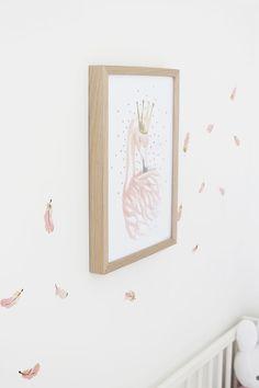 Blog #49 Witte wolkjes, slapende vogels en roze veertjes: de babykamer is af! —…