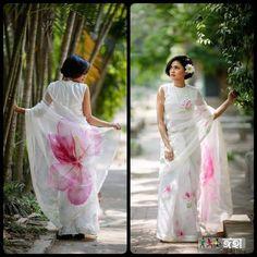 Floral Print Sarees, Saree Floral, Pink Saree, Printed Sarees, Saree Painting Designs, Hand Painted Sarees, Saree Dress, White Saree Blouse, Cotton Saree Blouse Designs