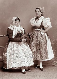 Ignác Šechtl: Cossack garb from Tabor Bohemian Costume, Folk Costume, Vintage Pictures, Beautiful Patterns, Traditional Dresses, Old Photos, Beautiful Outfits, Picture Photo, Culture