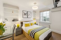 Senior One Bedroom apartment - Gloucester Place Marylebone.  A short walk to Baker Street, Marylebone Station, Regents Park, Lords Cricket Ground and the London Central Mosque.  Marylebone Village and the entire West End are within easy reach by foot, bus or tube.