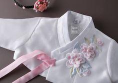 지젤분홍 Japanese Traditional Dolls, Korean Traditional Dress, Traditional Dresses, Baby Girl Fashion, Cute Fashion, Kids Fashion, Outer Batik, Modern Hanbok, Korean Dress