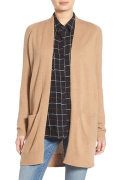 Staying cozy with this neutral cardigan from the Nordstrom Anniversary Sale! It's styled with a pair of roomy, low-slung pockets adds a cozy layer of lightweight warmth.