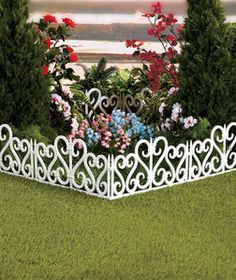 WHITE 8 Foot Plastic Scroll Border Fencing Lawn Yard Garden Edging Property  New