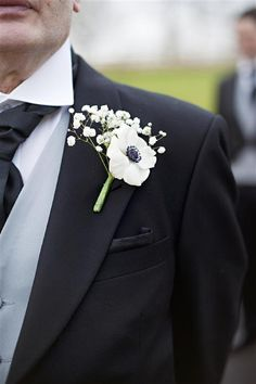 white buttonhole boutineer, image by Daffodil Waves Photography http://www.daffodilwaves.co.uk/