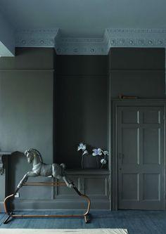 La peinture grise pour unifier murs et boiseries