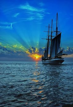 "tulipnight: "" FB PHOTO SAILING INTO SUNSET by PacificCove on Flickr. I must go down to the sea again, to the lonely sea and the sky. And all I ask is a tall ship and a star to steer her by. - John Masefield Eu tenho que ir até o mar de novo, com o..."