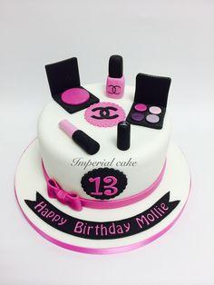 Enticing Makeup Cake – Box of Cake Luxury Make Up Cake Cakes To Make, Make Up Torte, Make Up Cake, Fancy Cakes, Creative Cake Decorating, Birthday Cake Decorating, Creative Cakes, Bolo Chanel, Chanel Cake
