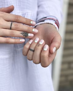 New French Manicure Natural Half Moons Ideas Stylish Nails, Trendy Nails, Cute Nails, Manicure Colors, Gel Manicure, Moon Manicure, New French Manicure, Reverse French Nails, Moon Nails