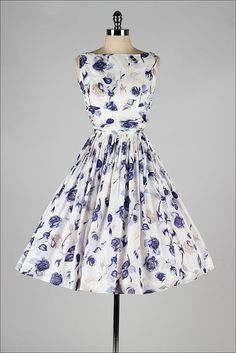Floral print dress best outfits - cute dresses outfits - - Floral print dress best outfits Source by workoutfitscom Vintage Outfits, Vintage 1950s Dresses, Retro Dress, Vintage Clothing, Floral Outfits, Floral Dresses, Pretty Outfits, Pretty Dresses, Beautiful Outfits