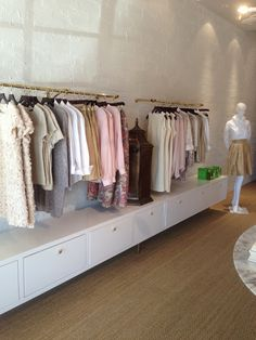 A closer look at the clothing rack, without the low cabinet of course. Clothing Boutique Interior, Clothing Store Design, Boutique Decor, Boutique Design, Clothing Racks, Shop Interior Design, Retail Design, Urban Clothing Brands, Store Layout