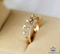 Crystal Crown Ring--this would be precious to get as a gift! But white gold or silver. Ring Set, Ring Verlobung, Tiara Ring, Diamond Rings, Gold Rings, Diamond Crown, 15 Rings, Cute Rings, Rose Gold Crown Ring