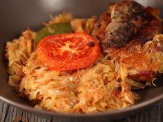 Varza+calita+cu+carne Bread Recipes, Diet Recipes, Cooking Recipes, Healthy Recipes, Romanian Food, Romanian Recipes, Foodies, Cabbage, Good Food