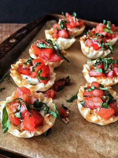 Meet your new favorite party appetizer recipe, my Cheesy Bruschetta Bites. Mini Fillo cups filled with delicious garlic and herb cheese and topped with fresh bruschetta, these bites are the perfect finger food for your next gathering! Finger Food Appetizers, Yummy Appetizers, Appetizers For Party, Simple Appetizers, Easy Food For Party, Finger Foods For Parties, Italian Food Appetizers, Food For Parties, Appetizers For Christmas