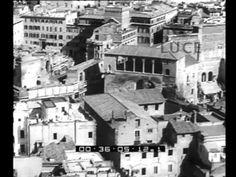 Ripresa panoramica dell'Istituto Luce effettuata nel 1932, alcuni anni prima del grande sventramento urbanistico che porterà all'apertura di Via dell'Impero: il fascismo continua ad appropriarsi del grande passato imperiale di Roma