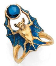 Bat ring by Rene Lalique. Art Nouveau Enamel and Gold ♥≻★≺♥ Art Nouveau Ring, Bijoux Art Nouveau, Art Nouveau Jewelry, Jewelry Art, Vintage Jewelry, Jewelry Accessories, Jewelry Design, Gold Jewelry, Jewellery