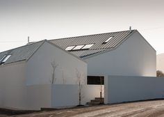 The shapes and proportions of local agricultural barns informed the design of this monochrome house.