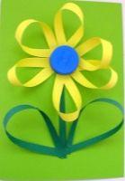 Tableau fleur réalisé avec du papier et un bouchon de bouteille