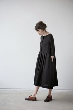 Love the cadual linen dresses Looks Style, Style Me, Look Fashion, Fashion Outfits, Fashion Skirts, Fashion Black, Mens Fashion, Fashion Tips, Street Style