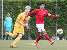 Kapitän #Osman #Yildirim am Ball vor dem Gegenspieler vom #1FCNeubrandenburg.