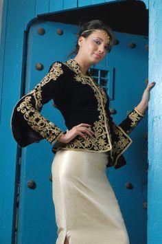 """""""Karakou"""", veste traditionnelle d'Algérie,  brodée de """"fetla""""*, ici portée avec un  """"badroune"""" / """"Karakou"""", traditional jacket of Algeria, embroidered with """"Fetla""""*, here worn with """"badroune""""  *FETLA : broderie traditionnelle algérienne au fil d'or, née à Annaba, dont la particularité est de percer le velours en un seul point, et de réaliser une infinité d'enchevêtrements avant de revenir au point de départ.  Brève histoire de la Fetla : https://www.youtube.com/watch?v=iEBL9ZE67Ss"""