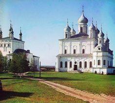 Entre os anos de 1909 e 1915, o fotógrafo Prokudin-Gorskii documentou a multiplicidade cultural do Império Russo em fotografias coloridas, expostas em 2014 no Zadkine Museum, em Paris.