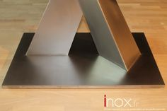Table piétement Inox, détail du pied.