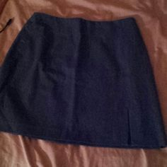 Grey skirt Short grey skirt, worn only once and in great condition Skirts