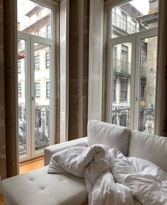 — Need this kind of interiors vibes ✨ on We Heart It Image uploaded by 𝐑𝐨𝐬𝐞 𝐉. Find images and videos about white, perfect and sweet on We Heart It – the app to get lost in what you love. Dream Apartment, Apartment Living, Interior And Exterior, Interior Design, Cozy Living Rooms, Dream Decor, My New Room, House Rooms, Home Decor Inspiration