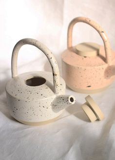 YYY Low Teapot – BellJarYou can find Ceramic teapots and more on our website. Ceramics Pottery Mugs, Pottery Teapots, Pottery Plates, Ceramic Teapots, Porcelain Ceramics, Ceramic Pottery, Pottery Art, Slab Pottery, Pottery Studio