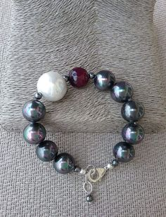 Grey shell pearl, white hell pearl and created ruby bracelet, Handcrafted bracelet from Spain, statement bracelet, gift for her