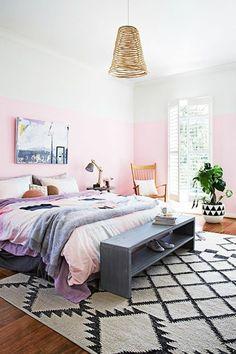 Schlafzimmer Modern Gestalten Graue Wandfarbe Pendelleuchten Holz Baumstamm  Beistelltisch | Wohnen | Pinterest | Baumstämme, Pendelleuchten Und  Wandfarbe