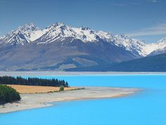 Aoraki/Mount Cook National Park, South Island, New Zealand | Turquoise colored water of Lake Pukaki