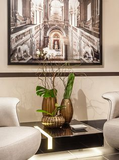Poseidon Murano vases by Fendi Casa are always the best choice to spice up your room. Dark brown is the best combination to bring colors to your life. #Luxury #Living #Miami