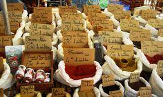 Cahors market - les épices!