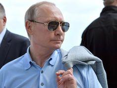Владимир Путин впервые идет к новому этапу своего правления, не владея инициативой и не посылая внятных сигналов ни народу, ни верхам.
