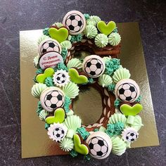 Cake Pops Halloween Desserts Best Ideas - [board_name] - Kuchen Halloween Desserts, Halloween Cake Pops, Halloween Ideas, Cake Cookies, Cupcake Cakes, Soccer Cookies, Cake Lettering, Decoration Patisserie, Monogram Cake