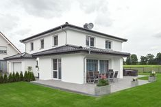 Finde Bau- und Einrichtungsprojekte von Experten für Ideen & Inspiration. Das schlaue Einfamilienhaus in Harsewinkel-Marienfeld von ALBRECHT JUNG GMBH & CO. KG | homify