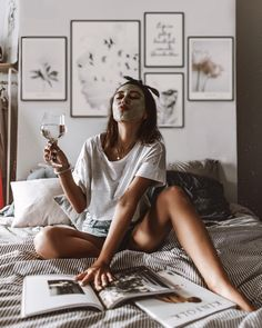 Ideas For Instagram Photos, Instagram Pose, Insta Photo Ideas, Creative Photoshoot Ideas, Photoshoot Inspiration, Home Shooting, Home Photo Shoots, Shotting Photo, Photography Poses Women
