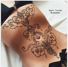39 Henna Tattoo Designs: Beautify Your Skin With The Real Art Sexy Stomach Tattoos, Tummy Tattoo, Scar Tattoo, Cover Tattoo, Abdomen Tattoo, Henna Body Art, Body Art Tattoos, Pretty Tattoos, Beautiful Tattoos