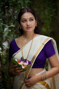 Beautiful Malayali girl in Mundu Set Saree India Beauty, Asian Beauty, Natural Beauty, Kerala Saree, Indian Sarees, Kerala India, Saree Navel, Thing 1, Beautiful Saree