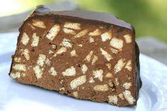 Κορμός σοκολάτας με μπισκότα καλυμένος με λιωμένη σοκολάτα. Μια εύκολη στη παρασκευή της συνταγή (προσαρμοσμένη από εδώ) για ένα αγαπημένο μικρών και μεγάλ I Love Food, Good Food, Baking Recipes, Cake Recipes, Chocolate Biscuit Cake, Luxury Chocolate, Great Recipes, Biscuits, Easy Meals