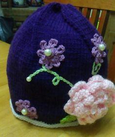 Gorrita de flores para niña (color morado