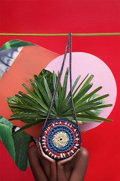 Catarina Mina + Neon - A Catarina Mina é uma marca superbacana de bolsas produzidas manualmente por artesãs do Ceará –... Mais