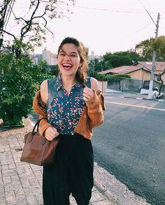 """213 Likes, 10 Comments - Stella Vasconcelos (@diga_xs) on Instagram: """"Look do dia do dia mesmo e com sorriso de quem AMA esse tempinho frio com sol ☀️❄️ {camisa que não…"""""""
