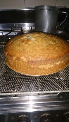 Torta de Banana (facilisimo) Banana Cream Cakes, Pan Dulce, Party Snacks, Pound Cake, Cakes And More, Flan, Cupcake Cakes, Cupcakes, Bakery