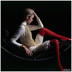 Twiggy sits on a Le Corbusier chair Photo Bert Stern 1967