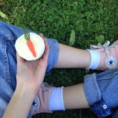 sprouhty: Lil snack at the park 🍓😛 - fun & games/الهرج و المرج Frozen Characters, Fun Games, Snacks, Park, Cool Games, Appetizers, Parks, Treats