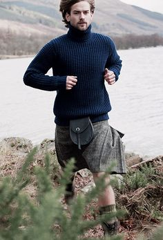 What's a better sweater accessory than a hot guy in a kilt? Scottish Man, Scottish Fashion, Scottish Clothing, Scottish Kilts, Kanye West, Knitwear Fashion, Men's Knitwear, Kim Kardashian, Scotland Kilt
